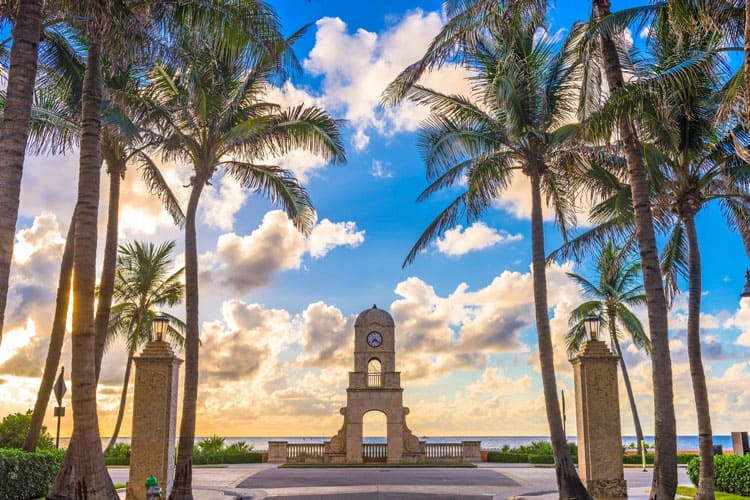 Palm trees and statue in Palm Beach, Florida